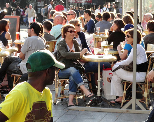 Sidewalk cafe in Paris (copyright Paul Merrill)